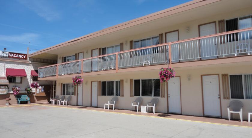 Hotels resorts archives destination osoyoos for Villa moderne motel
